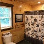 Lakeside Cottage - upstairs bathroom